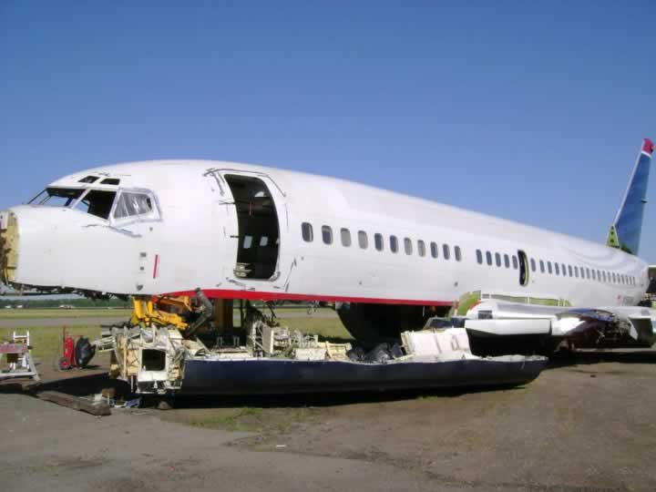 Airliner disassembly at the CAVU facility in Stuttgart